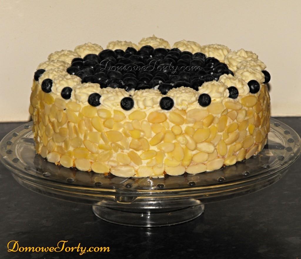 Pyszny tort smietanowy z jagodami