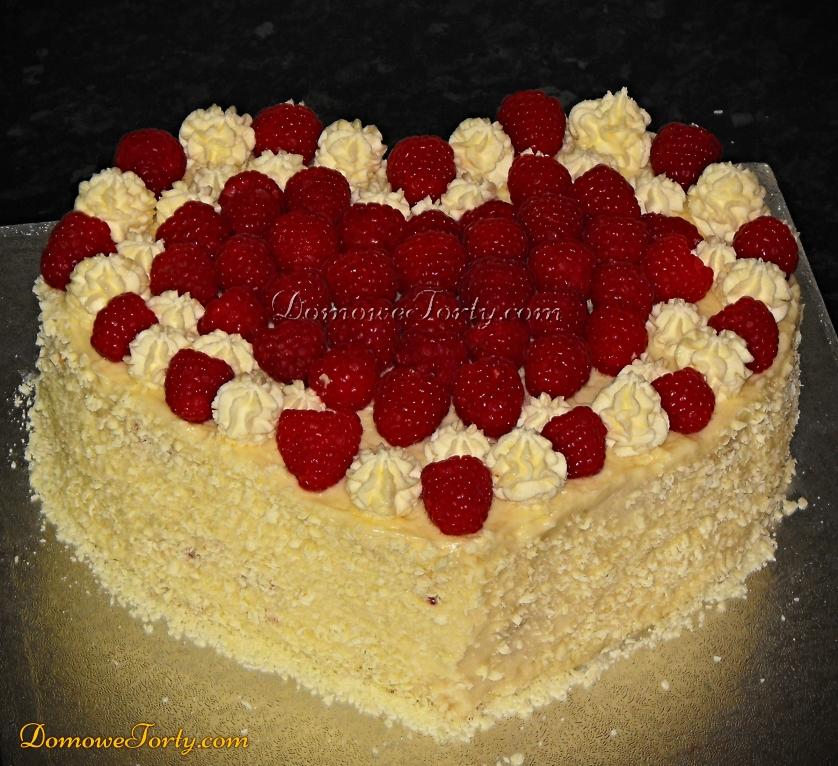 Tort serduszko z białą czekoladą i malinami