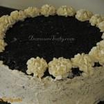 Tort makowy - zdobienie