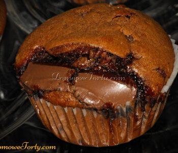 Czekoladowe babeczki z wtopioną czekoladą