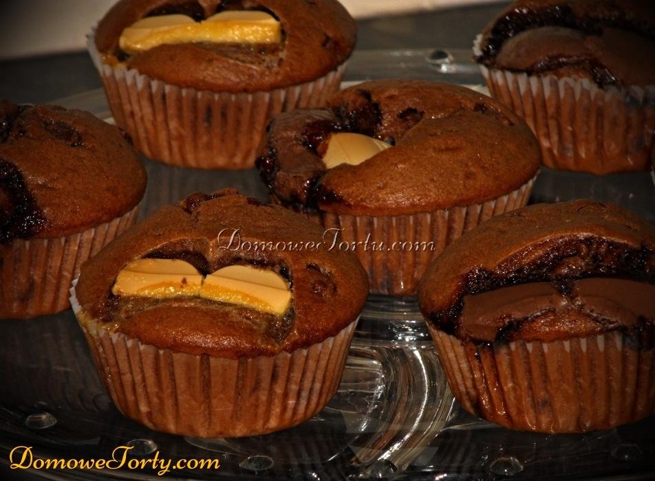Babeczki z wtopiona czekolada
