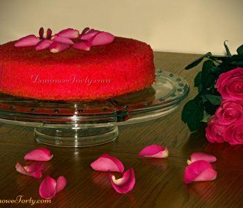 Różowy biszkopt z różaną nutą