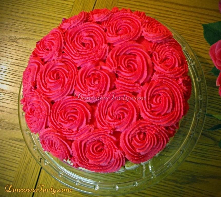 Tort śmietanowy z różyczkami