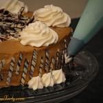 Tort cappuccino - zdobienie