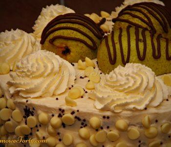 Tort gruszkowy z białą czekoladą