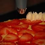 Tort migdalowy - dekorowanie