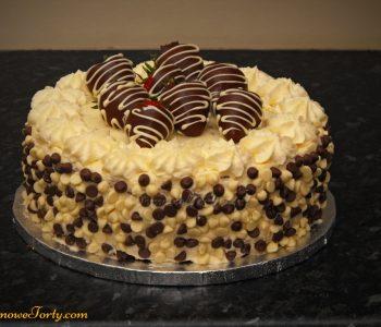 Czekoladowy tort z truskawkami