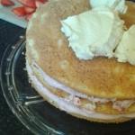 tort truskawkowy_przekladanie