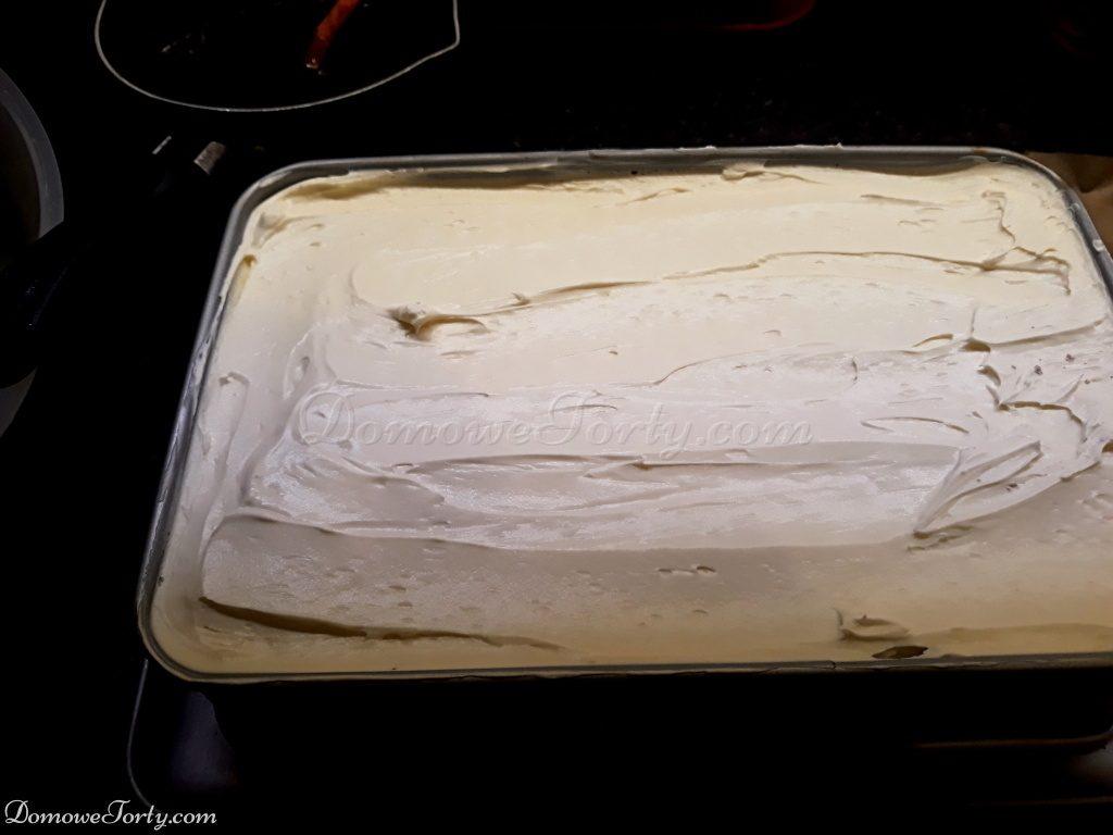 DomoweTorty - Czekoladowe ciasto z kremem śmietankowym.